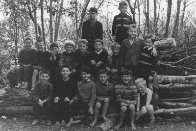 Ivan Sivec v 2. razredu osnovne šole /tretji z desne/.